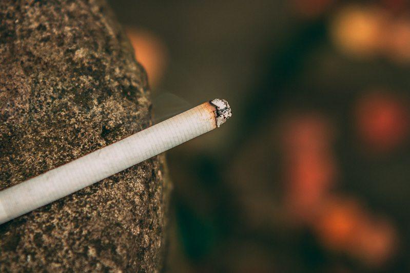 Buy cigarettes 555 retail store